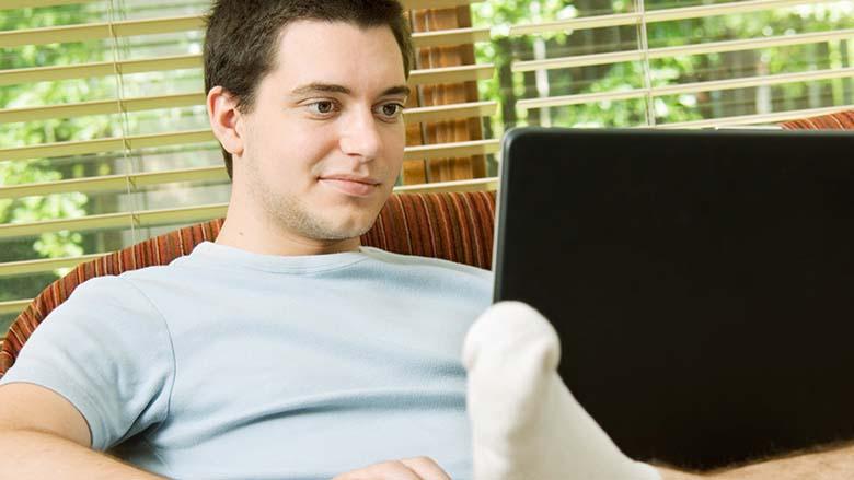 L'utilisation excessive de l'ordinateur pourrait avoir un impact sur la santé bucco-dentaire